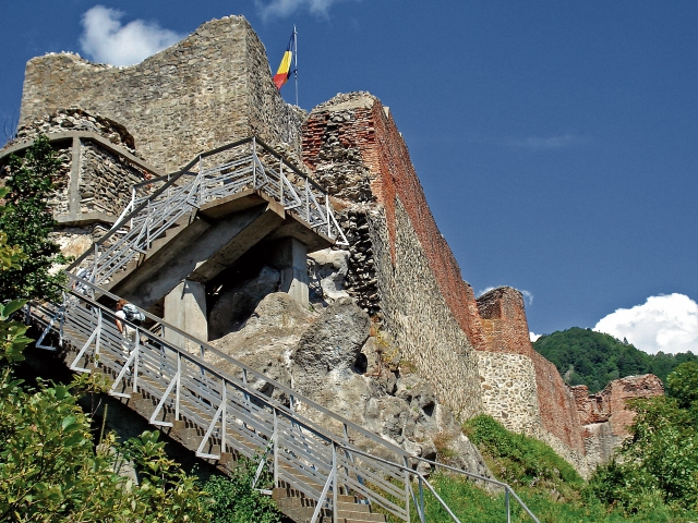 El castillo Poenari albergó a Vlad Tepes cuando luchó contra los otomanos.