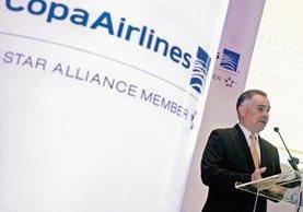 El vicepresidente  de Finanzas de Copa Airlines, José Montero, habla sobre los nuevos destinos de la aerolínea.  (Fotografía Prensa Libre EFE).