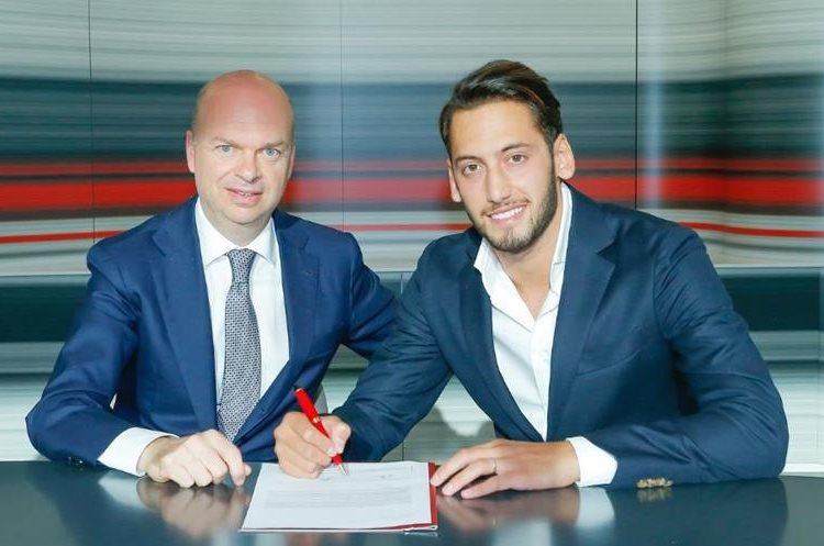 Hakan Calhanoglu viene de jugar con el Bayer Leverkusen. (Foto AC Milán).