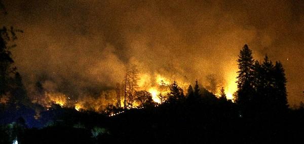 Los incendios alcanzaron varias ciudades de California.