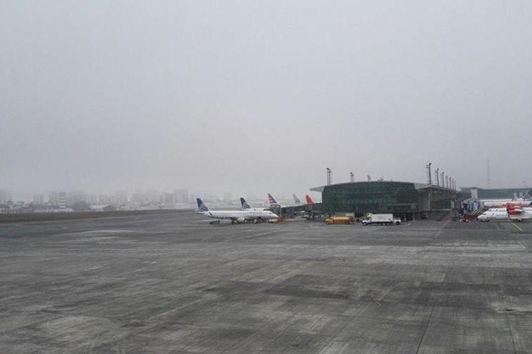 La operación Buen Viaje permitió detectar irregularidades en 17 aeronaves que fueron inmovilizadas en el aeropuerto La Aurora. (Foto Prensa Libre: Hemeroteca PL)