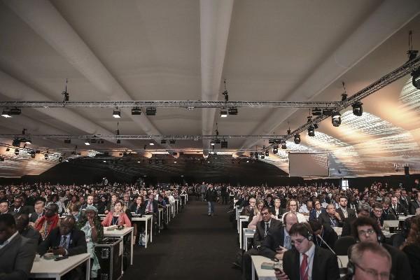 Delegados participan en la conferencia de la ONU sobre el cambio climático. (AFP).
