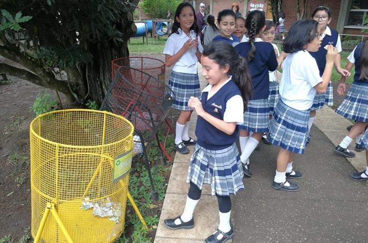 La separación de desechos es tarea de todos en el colegio La Asunción.