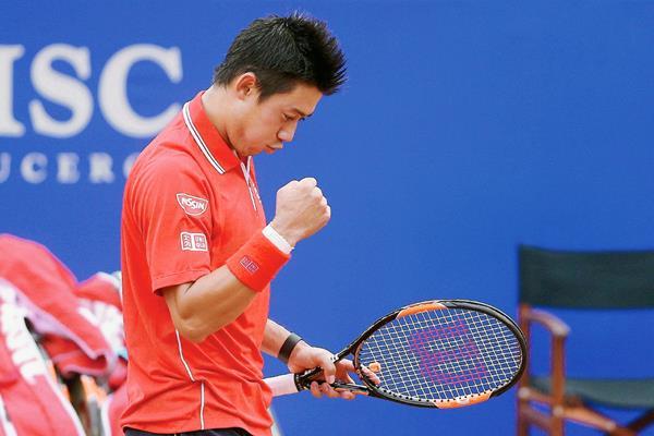 El tenista japonés muestra su alegría al finalizar el partido de semifinales. (Foto Prensa Libre: EFE)