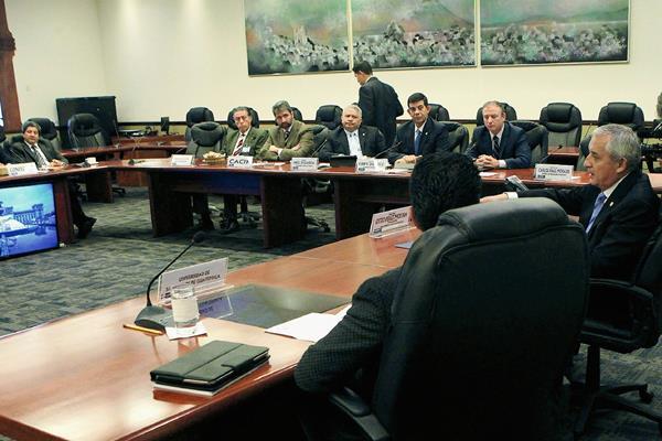 El mandatario Otto Pérez Molina se reunió ayer con integrantes del Foro Guatemala. (Foto Prensa Libre: MAGAR)