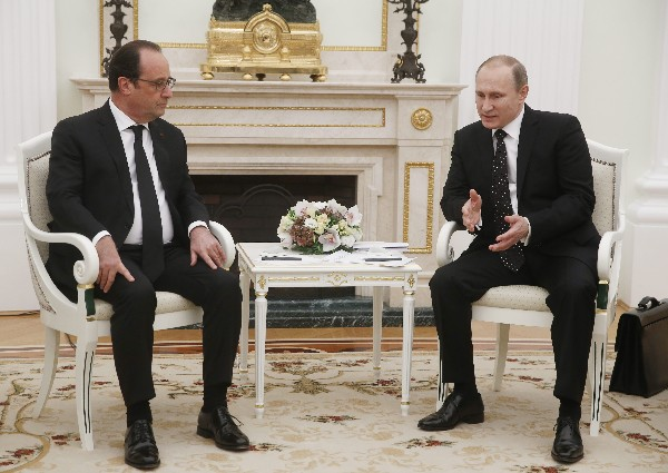 """Vladimir Putin y Francois Hollande piden por crear una """"amplia coalición antiterrorista"""" para acabar con la amenaza yihadista."""