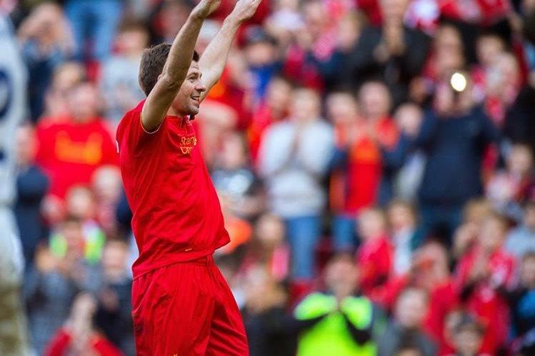 Gerrard volvió a Anfield y dio una exhibición. (Foto Prensa Libre: EFE)