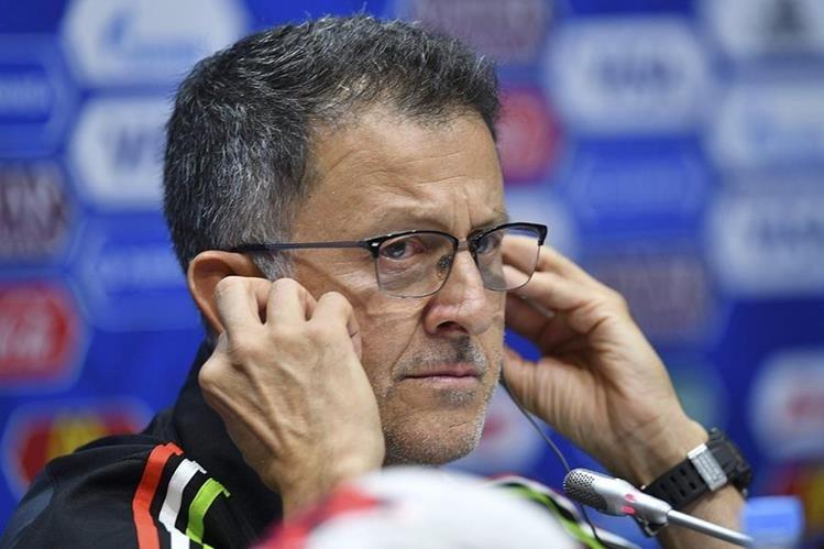 El técnico colombiano de la Selección de México, Juan Carlos Osorio, durante la conferencia de prensa de este martes en Rusia. (Foto Prensa Libre: AFP)