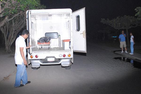 """<p>Uno de los hombres falleció en la ambulancia, durante el traslado hacia el hospital de Mazatenango, Suchitepéquez. (Foto Prensa Libre: Felipe Guzmán)<br _mce_bogus=""""1""""></p>"""