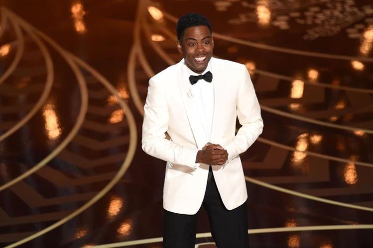 Chris Rock fue el presentador de los Óscar y en su monólogo inaugural habló del boicot contra la ceremonia. (Foto Prensa Libre: AFP)