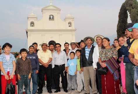 Un grupo de pobladores de Nebaj se mostró insatisfecho con la sentencia contra Ríos Montt. (Foto Prensa Libre: Oscar Figueroa)