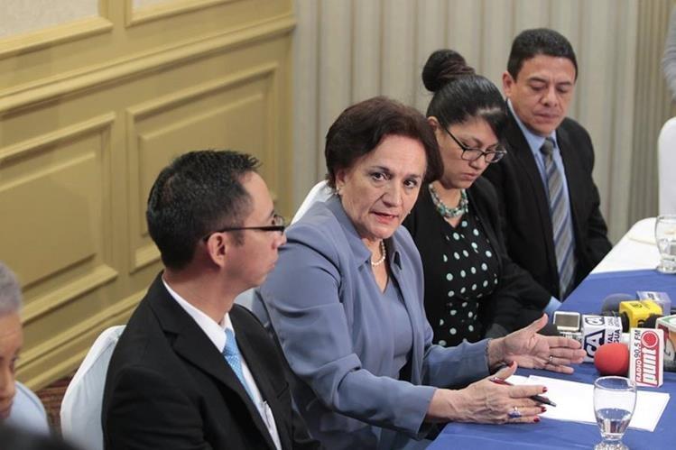 Anabella Morfín, titular de la PGN recomendó que sea el Congreso de la República el encargado de solucionar qué entidad es la encargada de la licitación de la banda 4G. (Foto Prensa Libre: Carlos Hernández)