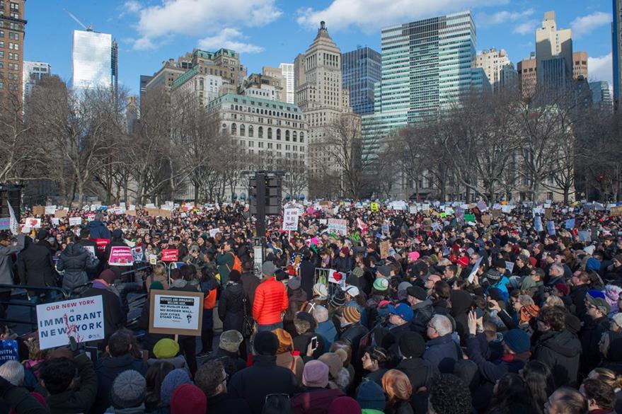 Protestas en Manhattan, Nueva York, contra medidas antimusulmanas de Trump. (AFP)