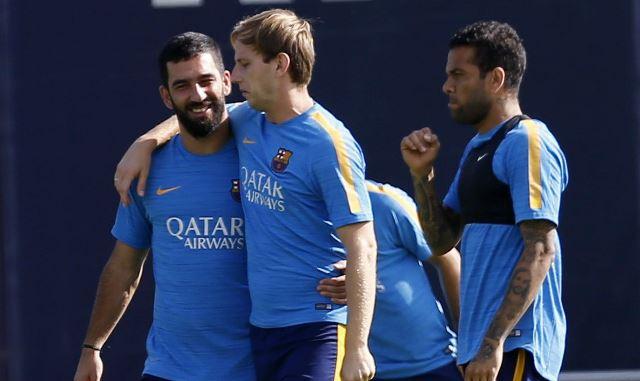 Arda Turan durante un entrenamiento del Barcelona (Foto Prensa Libre: EFE)