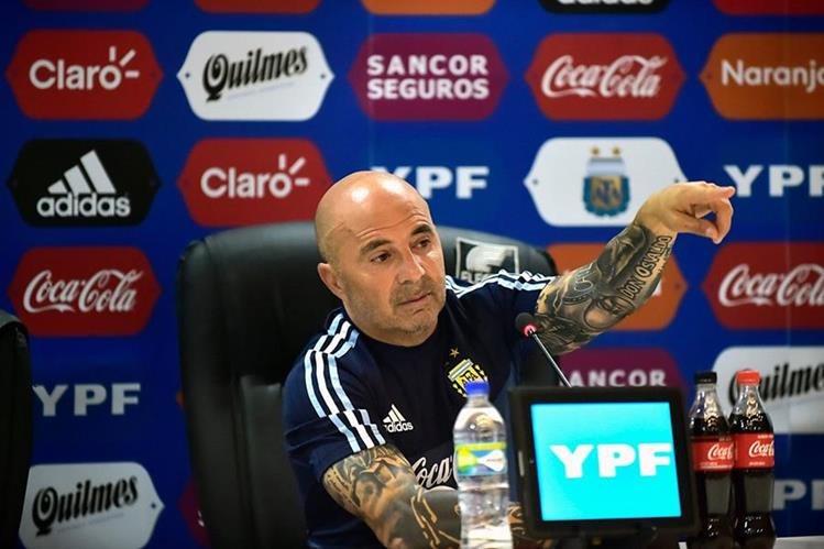 El técnico de Argentina, Jorge Sampaoli durante la conferencia de prensa en Ecuador. (Foto Prensa Libre: AFP)