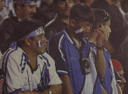 La afición guatemalteca espera ansiosa que la Fifa levante la sanción que pesa sobre nuestro futbol. (Foto Prensa Libre: Hemeroteca PL)