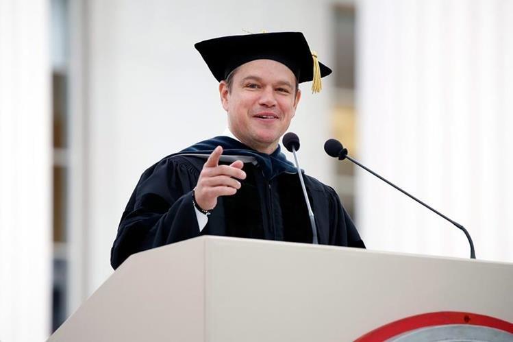 Matt Damon, durante su discurso a los graduandos de del Instituto de Tecnología de Massachusetts (MIT). (Foto Prensa Libre: EFE).
