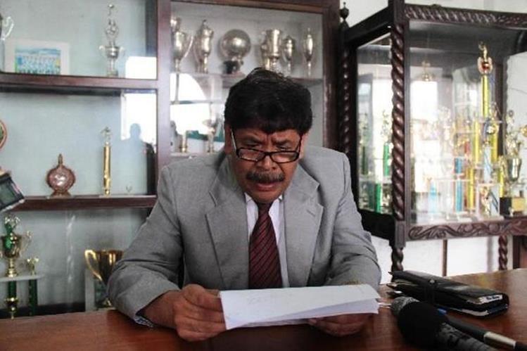 El alcalde de Antigua Guatemala, Adolfo Vivar, en su despacho. (Foto Prensa Libre: Hemeroteca PL).