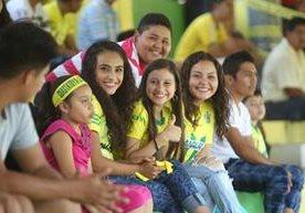 La afición del equipo pecho amarillo disfrutó de la alegría de la semifinal.