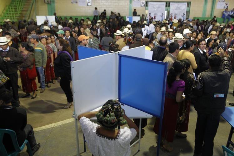 La impresión de papeletas está estancada por los recursos pendientes de resolver a 56 candidatos. (Foto Prensa Libre: Hemeroteca PL)