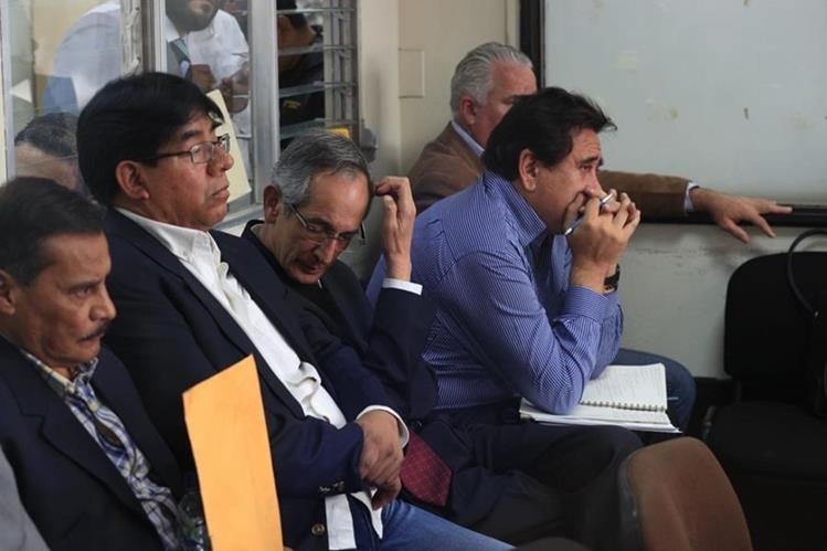 Juez deja en libertad bajo fianza al expresidente de Guatemala Álvaro Colom