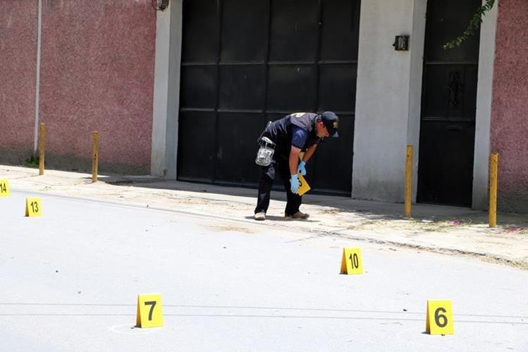 Lugar donde fue atacado el bus en la ciudad de Quetzaltenango. (Foto Prensa Libre: Carlos Ventura).