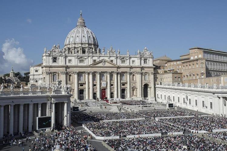 Grupo de cardenales rechazan que se abra un McDonalds frente al Vaticano. (Foto Prensa Libre: AFP)