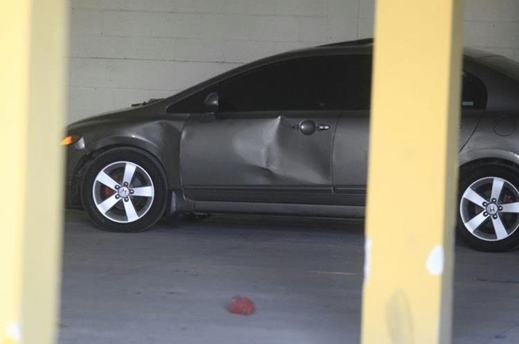 El vehículo con placas P-808GJJ fue hallado en un parqueo de la zona 7. (Foto Prensa Libre: Carlos Hernández)