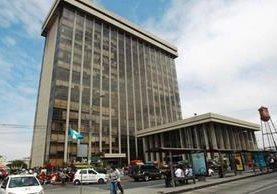El Ministerio de Finanzas abrió varias plazas laborales en áreas técnicas. (Foto Prensa Libre: Hemeroteca PL)