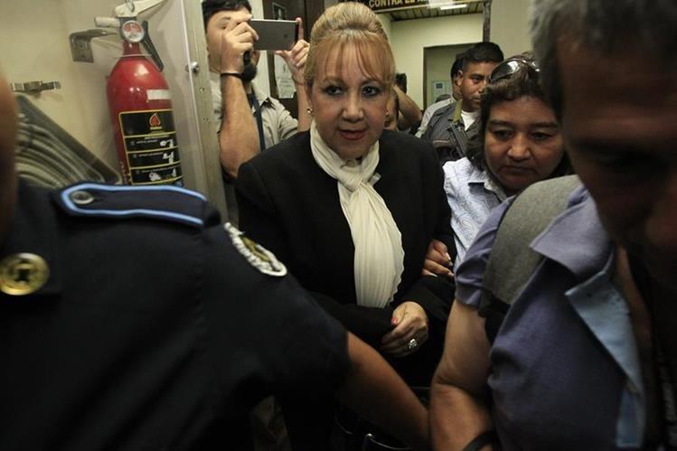 Blanca Stalling al salir de Tribunales el pasado martes. Foto Prensa Libre: Hemeroteca PL.