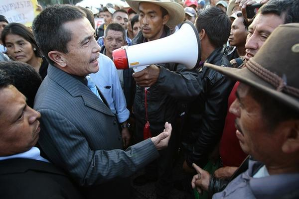 Expatrulleros que piden el desembolso del presupuesto agredieron al parlamentario en una jornada de protestas