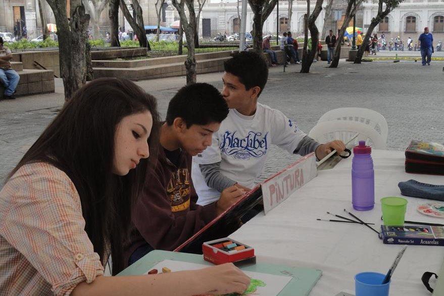 Los artistas compartirán sus habilidades con los visitantes del Centro. (Foto Prensa Libre: Hemeroteca PL)