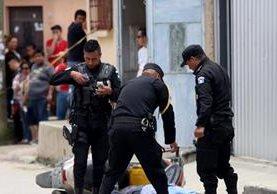 Luis Roberto González fue atacado cuando viajaba en su motocicleta. (Foto Prensa Libre: Mike Castillo)