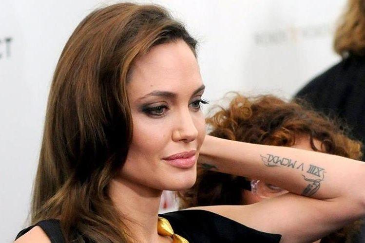 Angelina Jolie se ha convertido en una aficionada a los tatuajes. (Foto Prensa Libre: Hemeroteca PL)
