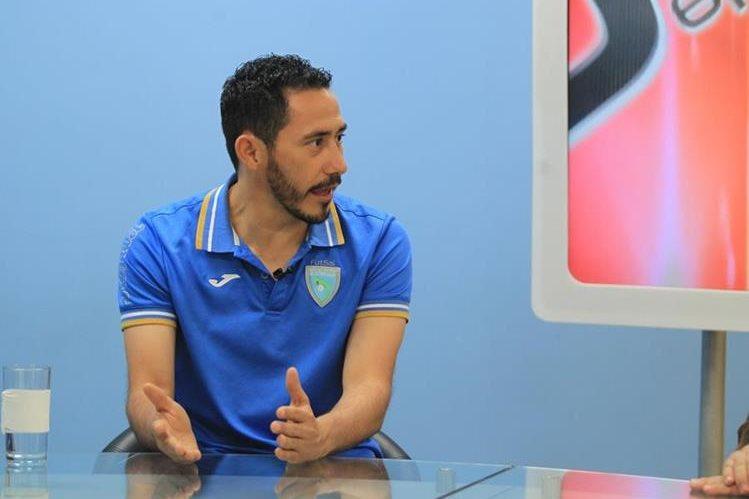 Carlos Mérida conversa en La Entrevista de Tododeportes. (Foto Prensa Libre: Carlos Vicente)