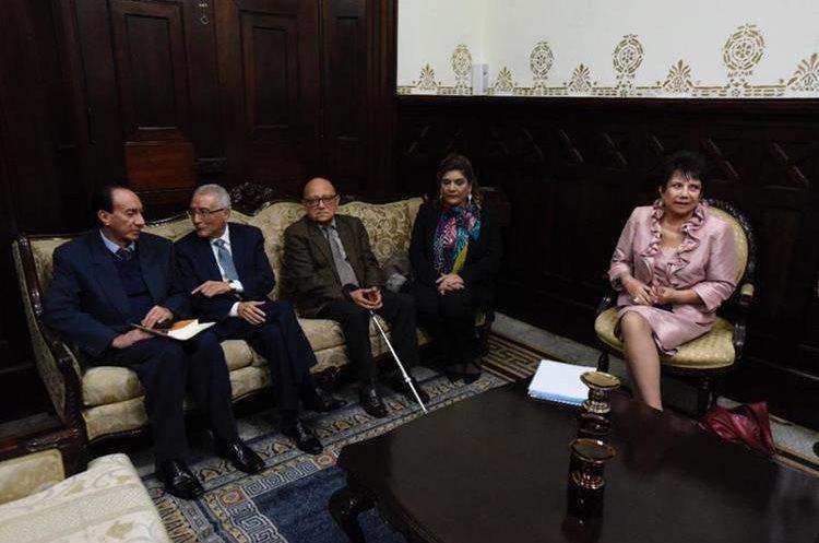 Magistrados del TSE en el Congreso de la República este jueves para presentar su proyecto de reformas a la Ley Electoral. (Foto Prensa Libre: Érick Ávila).