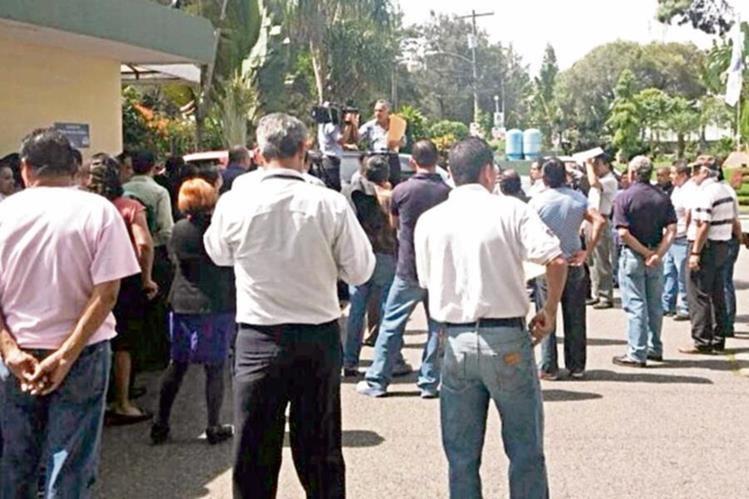 desde la semana pasada, sindicalistas del Maga manifestaron para exigir el pago de varios bonos.