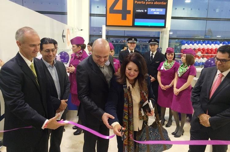 Ejecutivos de Volaris inaugurán operaciones en San José, Costa Rica. (PL-Volaris)