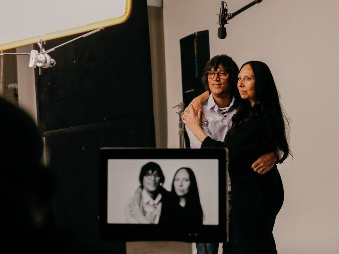 Imagen del rodaje del video, en el que participaron 81 personas influyentes en el mundo de la moda. (Foto Prensa Libre: popsugar).