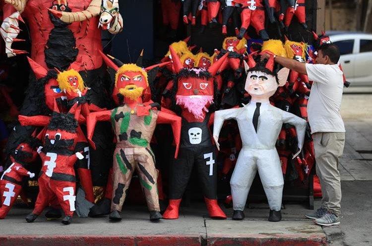 Diferentes personajes se observan en las ventas de piñatas para el 7 de diciembre