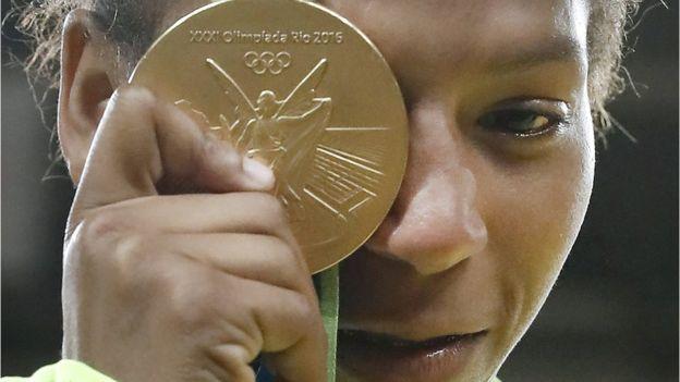 La yudoca Rafael Silva es parte de contingente de atletas empleados por el ejército brasileño. (AFP)