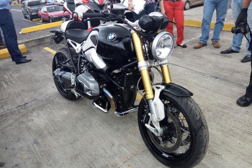 Una motocicleta BMW valorada en US$20 mil inmovilizada a Juan Carlos Monzón. (Foto Prensa Libre: MP)
