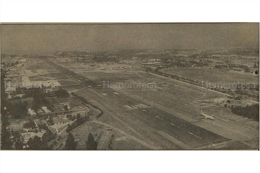 Vista panorámica  de la pista aérea del aeropuerto La Aurora  durante los trabajos de pavimentación el 15/05/1993. (Foto: Hemeroteca PL)
