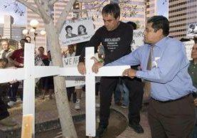 Rinden homenaje a inmigrantes que han muerto tratando de cruzar ilegalmente la frontera. (EFE).