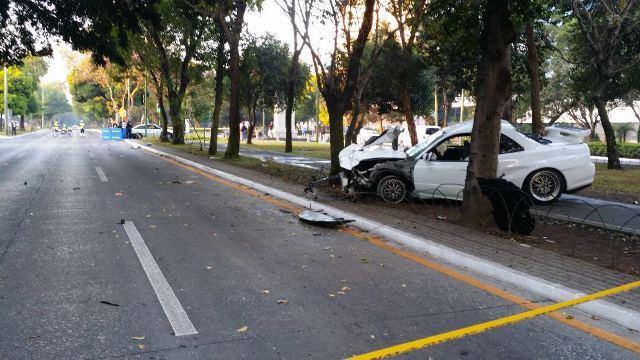 Los vehículos quedaron a unos 100 metros de distancia luego del impacto. (Foto Prensa Libre: Cortesía PMT)