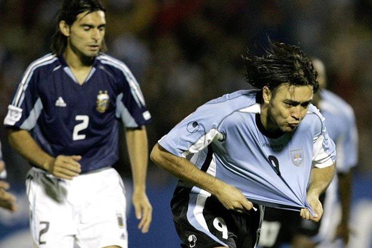 """El popular Alvaro Recoba, """"el Chino"""" para los aficionados celestes, se despedirá del fútbol a los 40 años recién cumplidos. (Foto Prensa Libre: Hemeroteca PL)"""