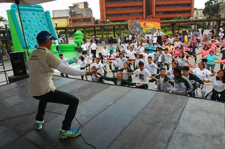 Clases de baile se impartieron en el Día del Desafío. (Foto Prensa Libre: Álvaro Interiano)