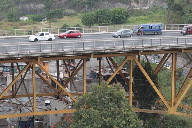 El puente Belice fue inaugurado en 1958 y desde entonces no recibe mantenimiento. (Foto: Hemeroteca PL)