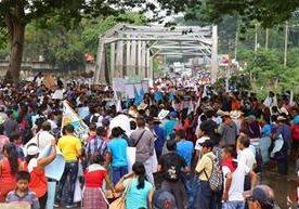 Campesinos interrumpieron por horas el paso en carreteras.