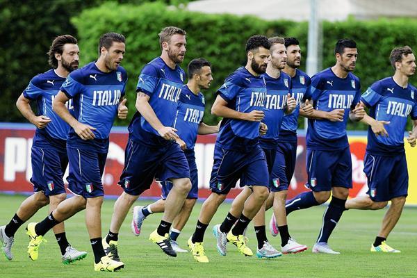 Los jugadores de la Selección italiana se entrenaron ayer en Florencia. (Foto Prensa Libre: AP)